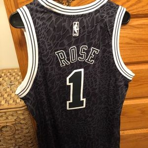 derrick rose black jersey
